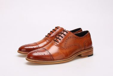 Carved Flat Mens Brown Leather Brogue Shoes Lace Up Casual Oxford Shoes For Office
